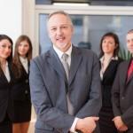Menedżer i jego zespół pracowników